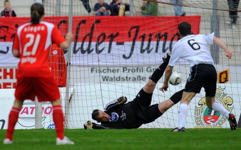 Hatte mit H�nden und F��en zu tun: Oliver Adler (Torwart KSV Hessen Kassel)