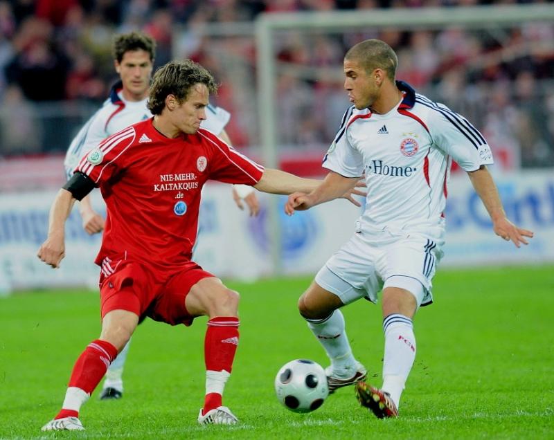 Sebastian Zinke (KSV Hessen Kassel) gegen Deniz Yilmaz (FC Bayern M�nchen II) (R)