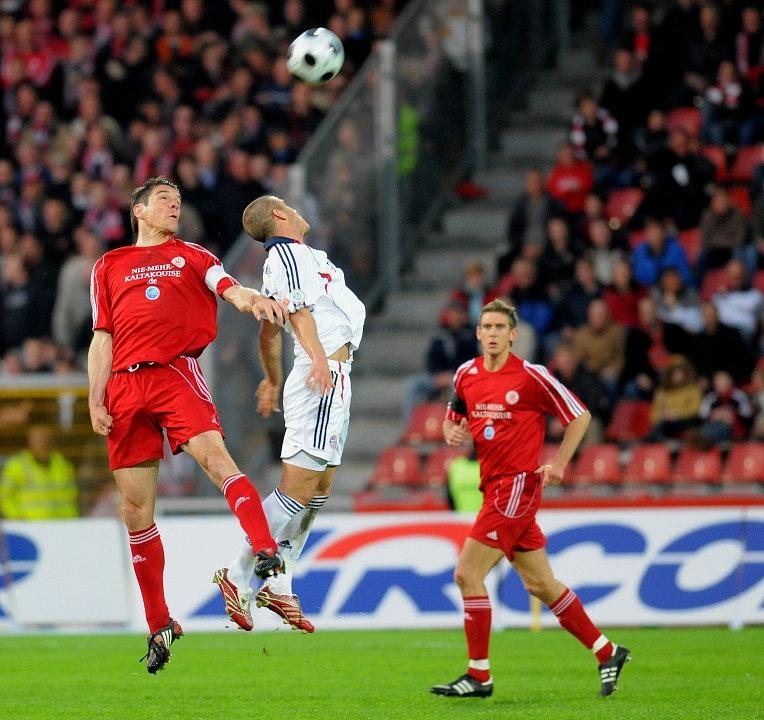 Kopfballduell Thorsten Sch�newolf (KSV Hessen Kassel) (L) gegen Deniz Yilmaz (FC Bayern M�nchen II)