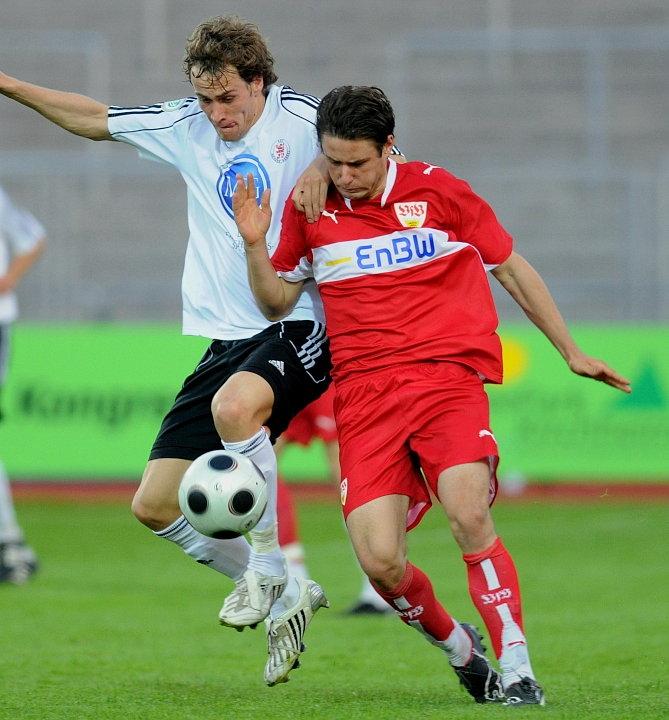 Sebastian Zinke (KSV Hessen Kassel) gegen Christian Tr�sch (VFB Stuttgart II) (R)