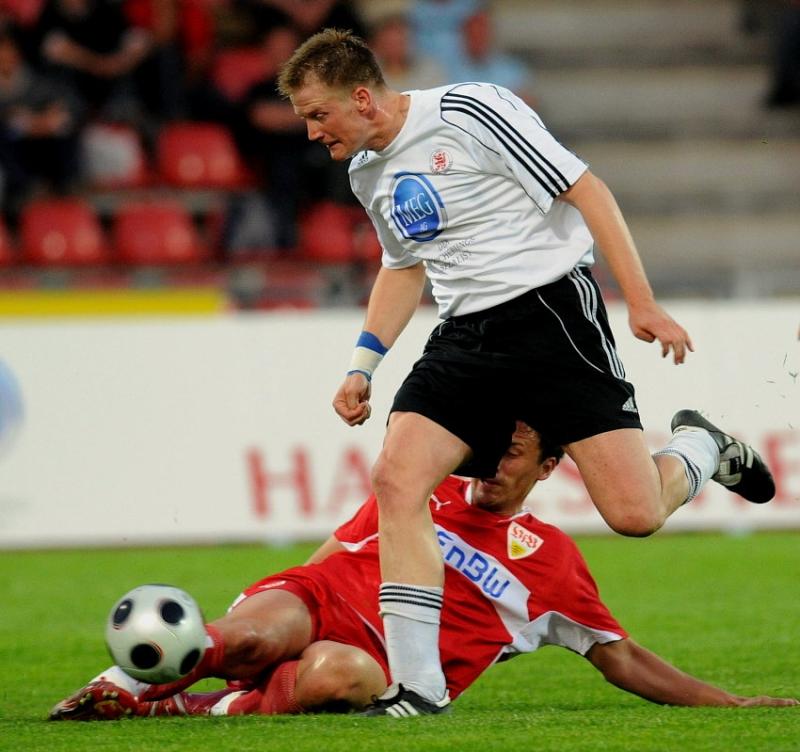 Thorsten Bauer (KSV Hessen Kassel) im Zweikampf
