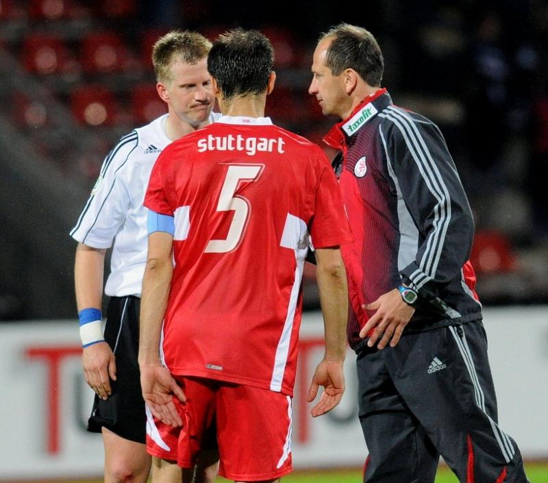 1:1 Endstand: Thorsten Bauer (KSV Hessen Kassel) (L), Marijan Kovacevic (VFB Stuttgart II), Matthias Hamann (Trainer KSV Hessen Kassel )