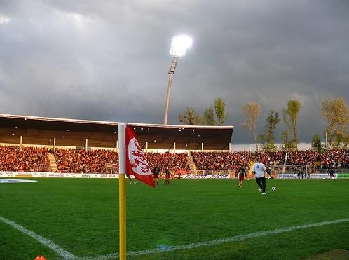 Einsame Eckfahne beim Spiel des KSV Hessen gegen den FC Bayern II