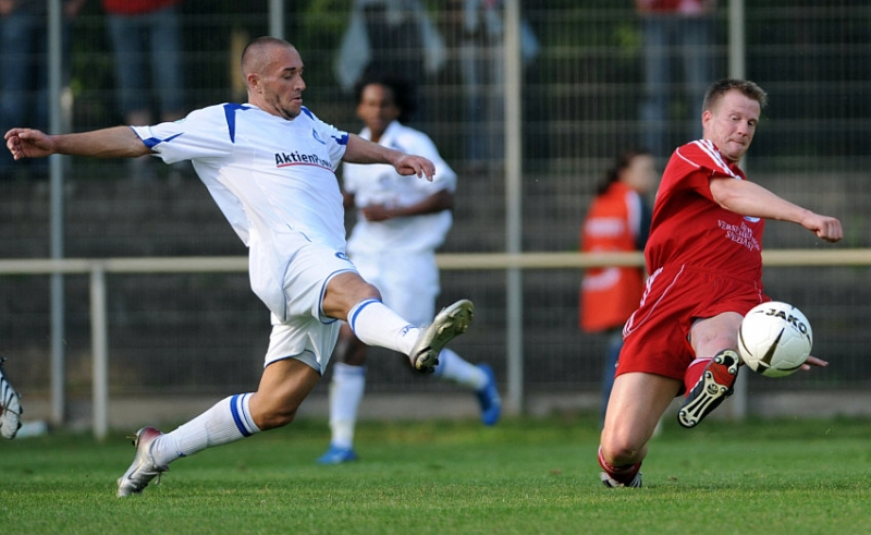 Mathias Heckenberger (L) gegen Thorsten Bauer (KSV Hessen Kassel)