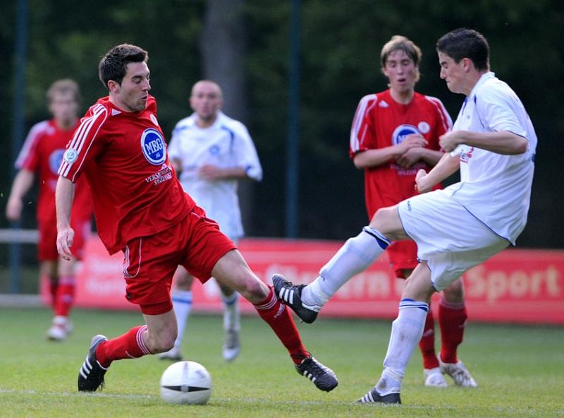 Erich Strobel (KSV Hessen Kassel) gegen Stefan M�ller(KSC II) (R)