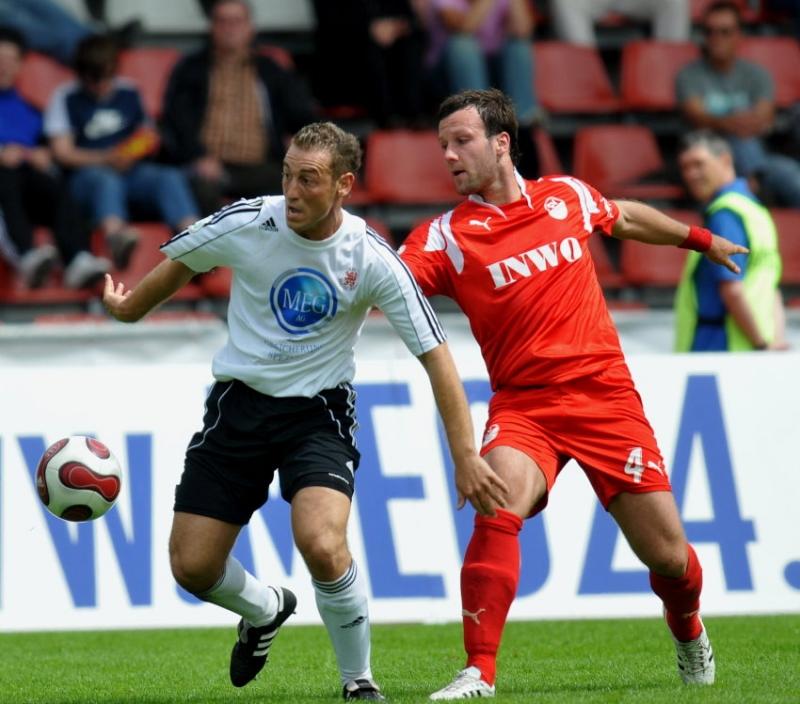 Andreas Haas (KSV Hessen Kassel) gegen Mario G�ttlicher (SV Sandhausen) (R)