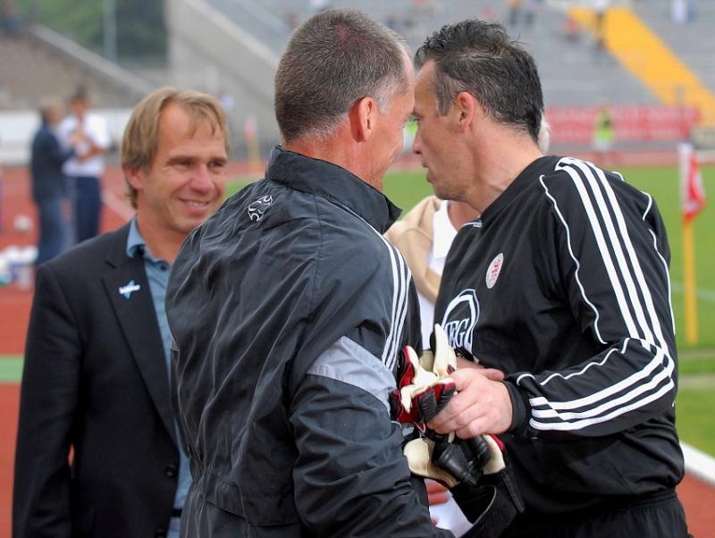 Verabschiedung Oliver Adler: Michael Gibhardt (Torwart-Trainer) und Jens Rose (hinten)