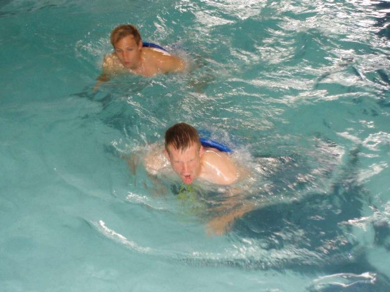 Schnaufen beim Aqua-Jogging Th. Bauer und Ren� Ochs