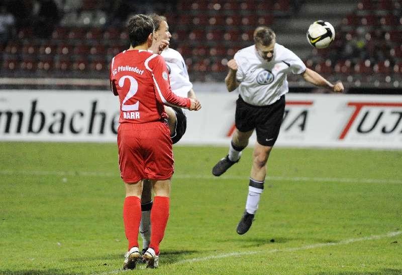 KSV Hessen - SC Pfullendorf: Thorsten Bauer (r) und Christoph Keim