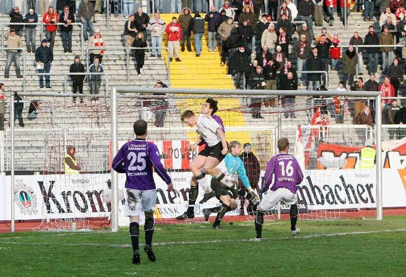 KSV Hessen - Eintracht Bamberg: Thorsten Bauer vorm Tor der Bamberger