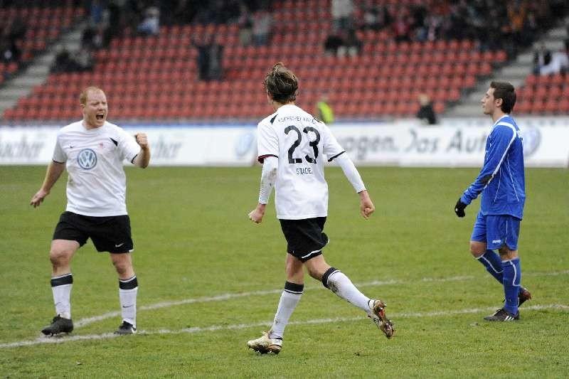 KSV Hessen - SC Freiburg II: Stadel, Busch jubelt (li)
