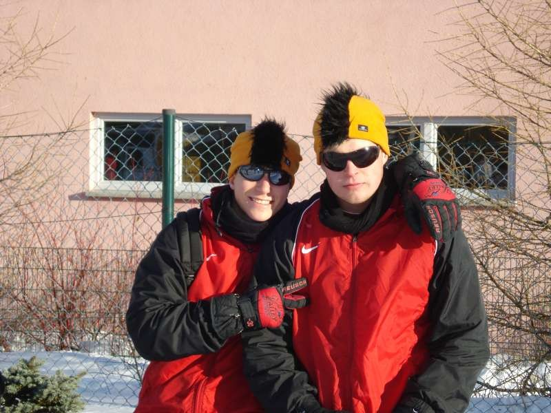 Zimmerkollegen Florian Heussner und Tobias Wolf mit der orginellsten KSV- Kopfbdeckung