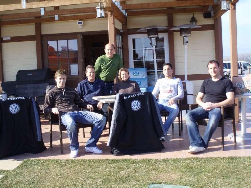 Trainer Mirko Dickhaut im Clubhaus am Tennisgel�nde in Vilacolum mit Gastgebern