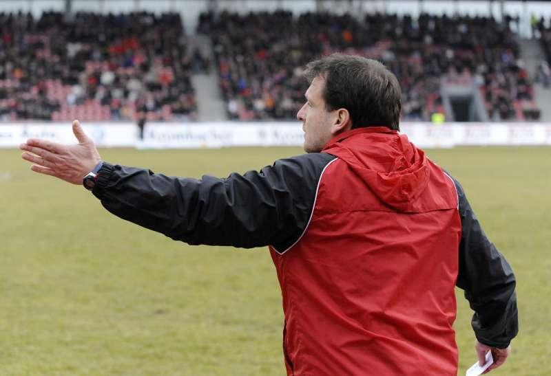 Trainer Mirko Dickhaut trieb sein Team nach dem fr�hen R�ckstand bei der Aufholjagd immer wieder an