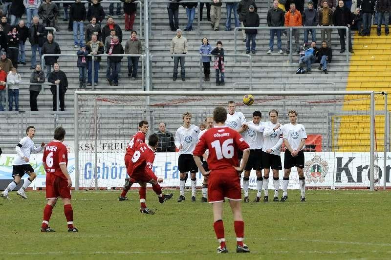 KSV Hessen - FC Heidenheim: Mauer