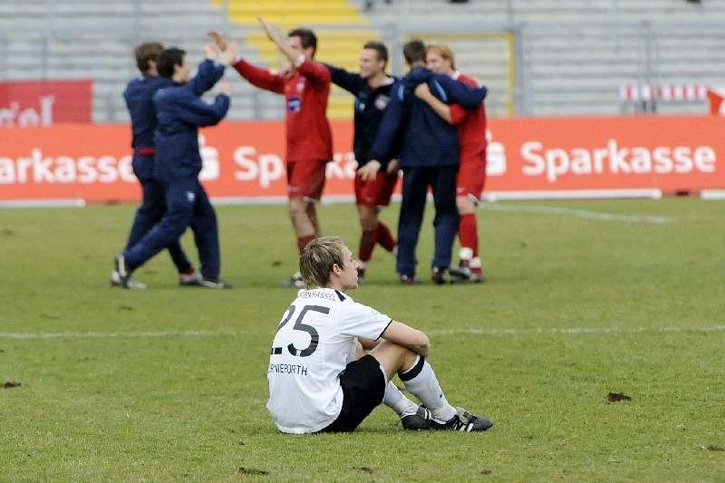 KSV Hessen - FC Heidenheim: Dennis Tornieporth nach Abpfiff
