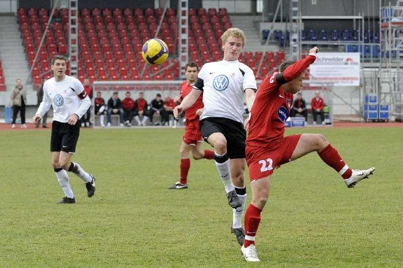 KSV Hessen - FC Heidenheim: Thorsten Sch�newolf und Sebastian Gundelach