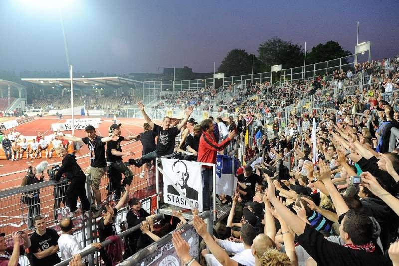 KSV Hessen - 1. FC N�rnberg II: Jubelnde Fans
