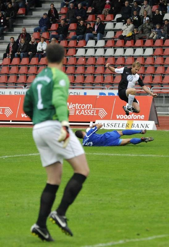 KSV Hessen Kassel - FC Bayern Alzenau: Dennis Tornieporth