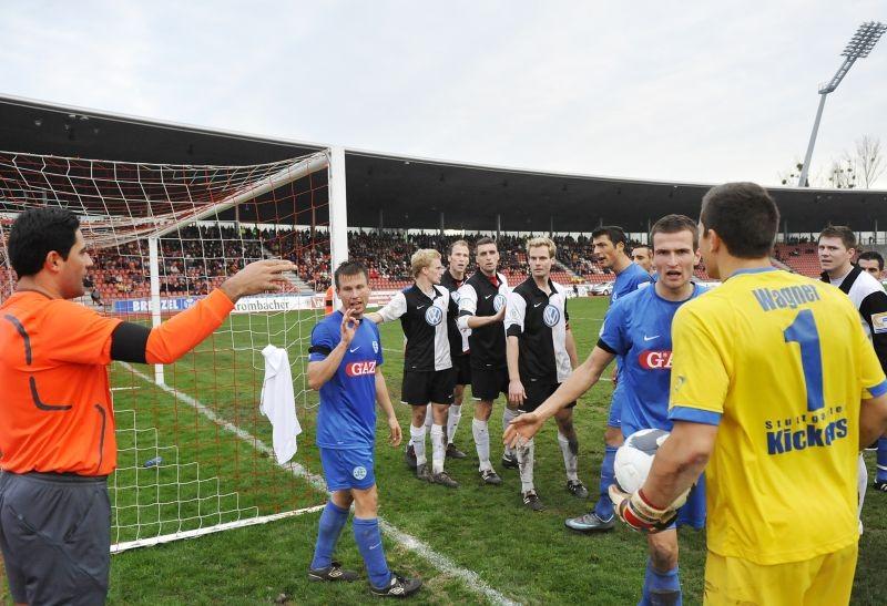 KSV Hessen - Stuttgarter Kickers: Szene vor dem Tor der Stuttgarter