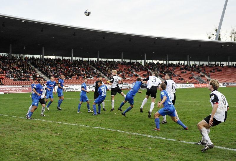 KSV Hessen - Stuttgarter Kickers: Thomas Brechler, Mentor Latifi, Sebastian Gundelach, Christoph Keim, Michael Zepek
