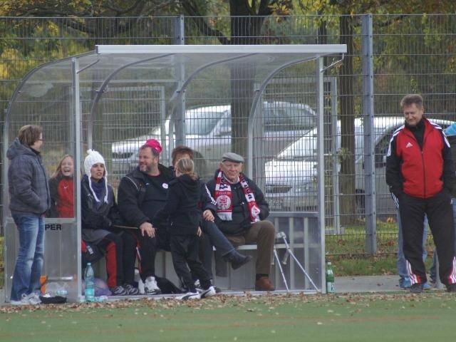 KSV Frauen II - SV Schw.-Weiss Battenhausen: Zuschauerbank