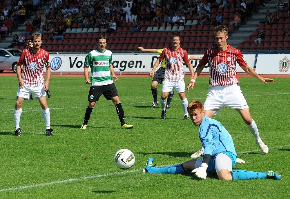 KSV Hessen - Greuther F�rth II: Enrico Gaede, Tobias Damm, Tim Knipping