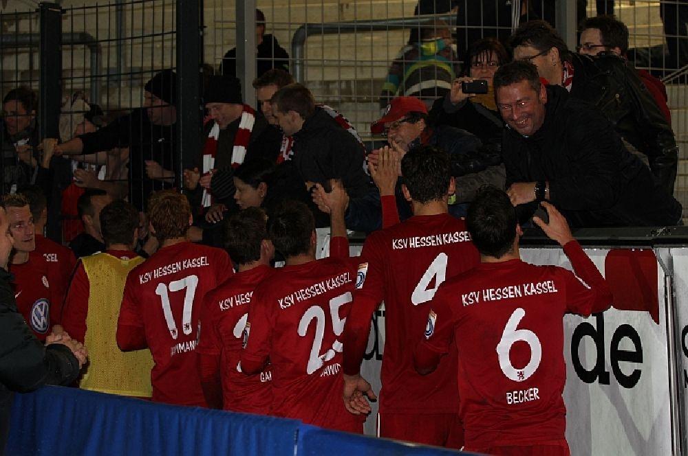 Spieler und Fans nach dem Spiel