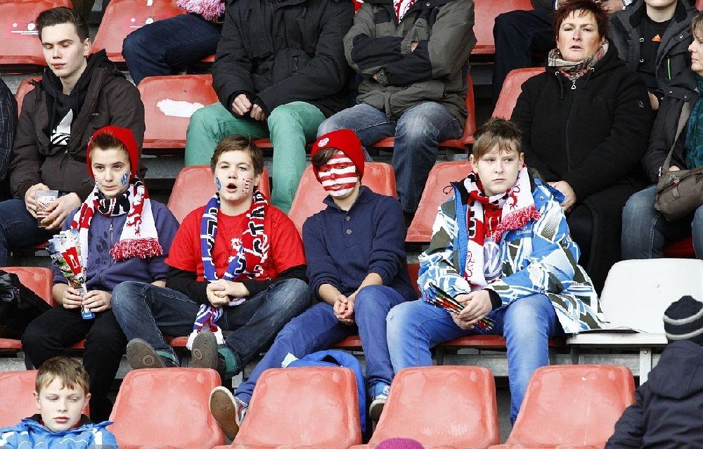 Junge KSV Fans auf der Osttrib�hne