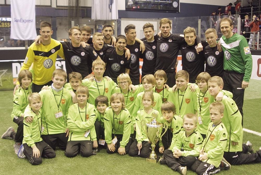 Siegerfoto mit BallkindernSunexpress Cup 2013