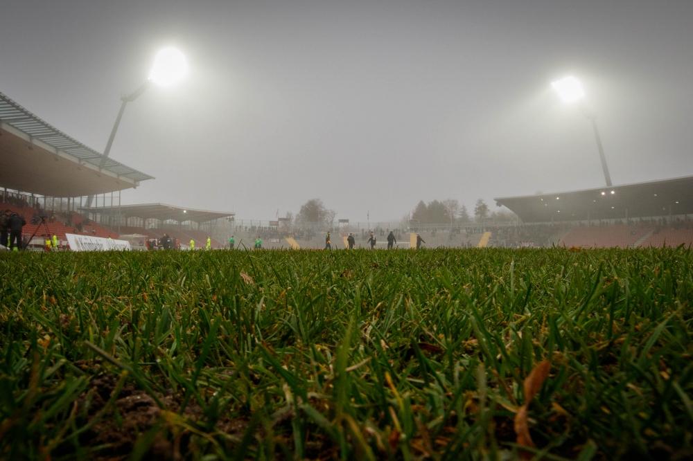 26.11.2016; Fussball; KSV Hessen Kassel - FC N�ttingen; im Bild: Feature; Herbst; Herbstwetter; Nebel; Auestadion Foto: Hedler
