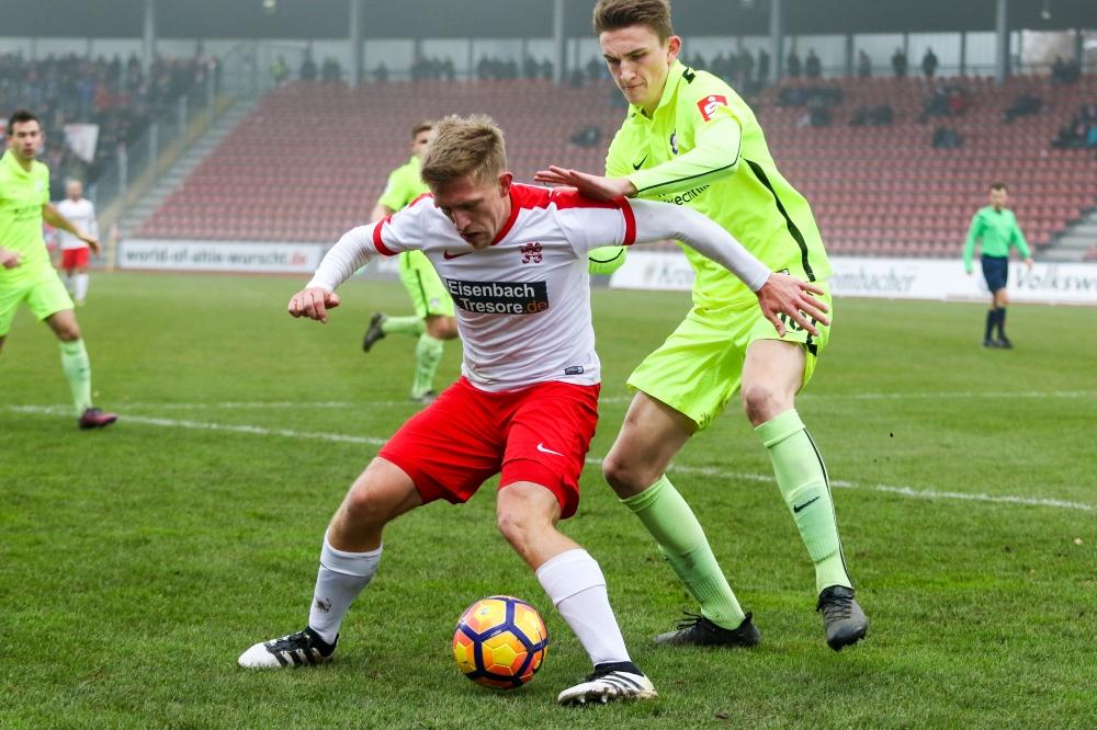 26.11.2016; Fussball; KSV Hessen Kassel - FC N�ttingen; im Bild: Sergej Schmik (KSV Hessen Kassel), Niklas Kolbe (FC N�ttingen) Foto: Hedler
