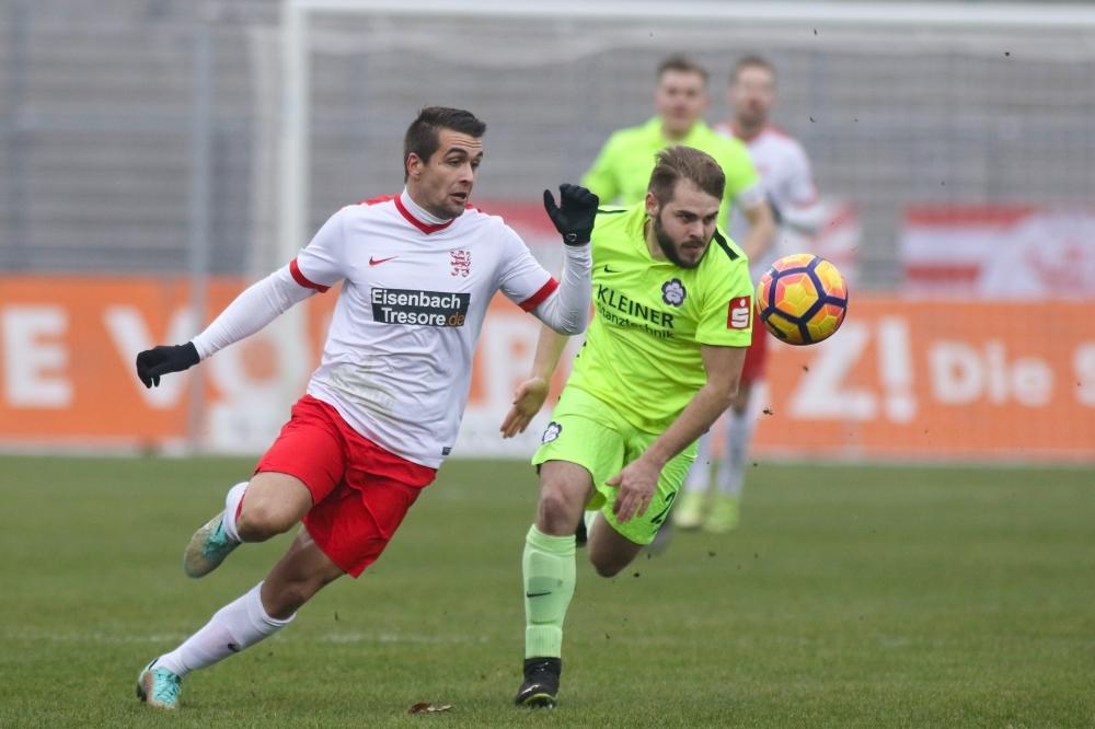 26.11.2016; Fussball; KSV Hessen Kassel - FC N�ttingen; im Bild: Marco Dawid (KSV Hessen Kassel), Colin Bitzer (FC N�ttingen) Foto: Hedler