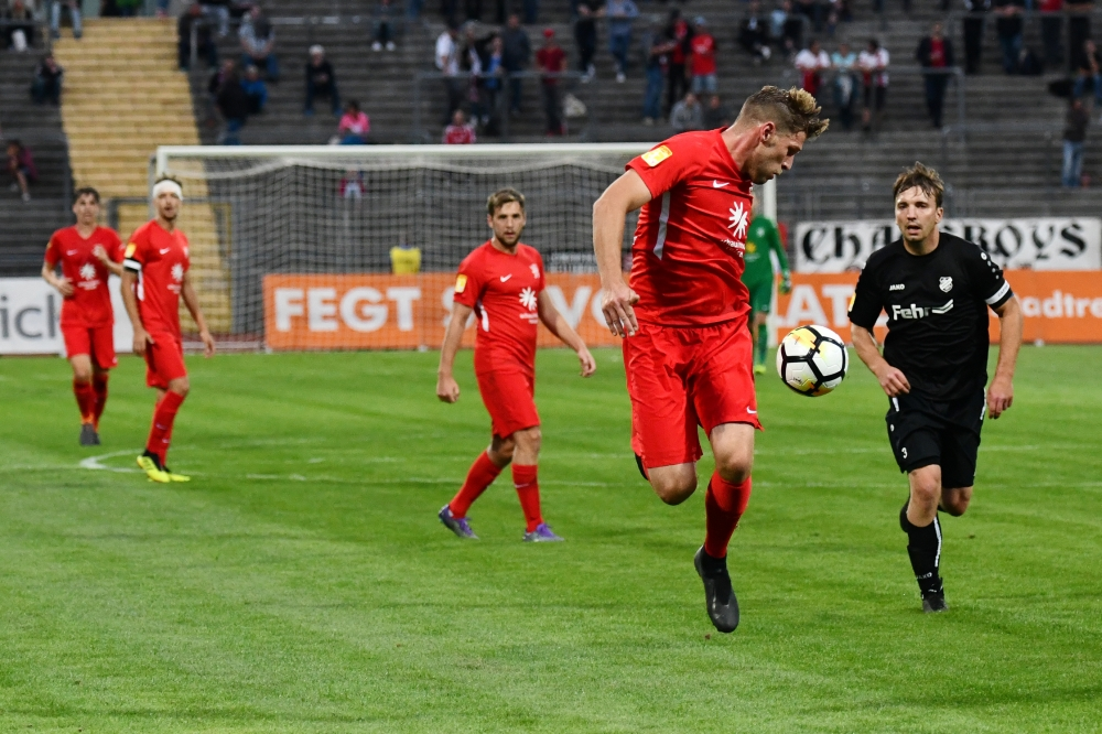 Lotto Hessenliga 2018/2019, KSV Hessen Kassel, FSC Lohfelden, Endstand 1:0, Sebastian Schmeer (KSV Hessen Kassel), Roy Kessebohm (FSC Lohfelden)