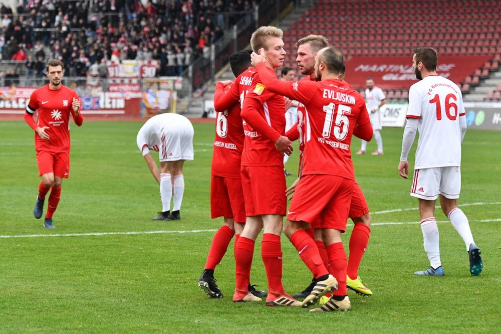 Lotto Hessenliga 2018/2019, KSV Hessen Kassel, FC Ederbergland, Endstand 4:1, Jubel zum 1:1