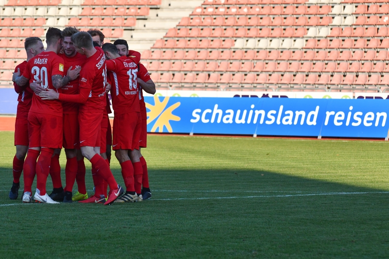 Lotto Hessenliga 2018/2019, KSV Hessen Kassel, FC Eddersheim, Endstand 3:0, Jubel zum 2:0