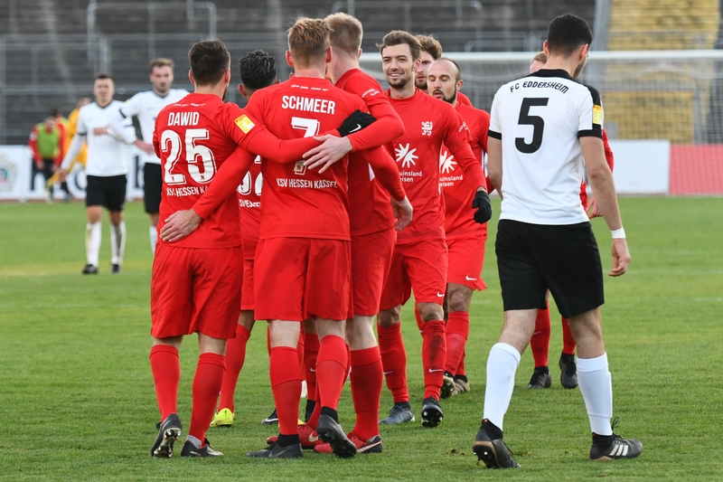 Lotto Hessenliga 2018/2019, KSV Hessen Kassel, FC Eddersheim, Endstand 3:0, Jubel zum 3:0
