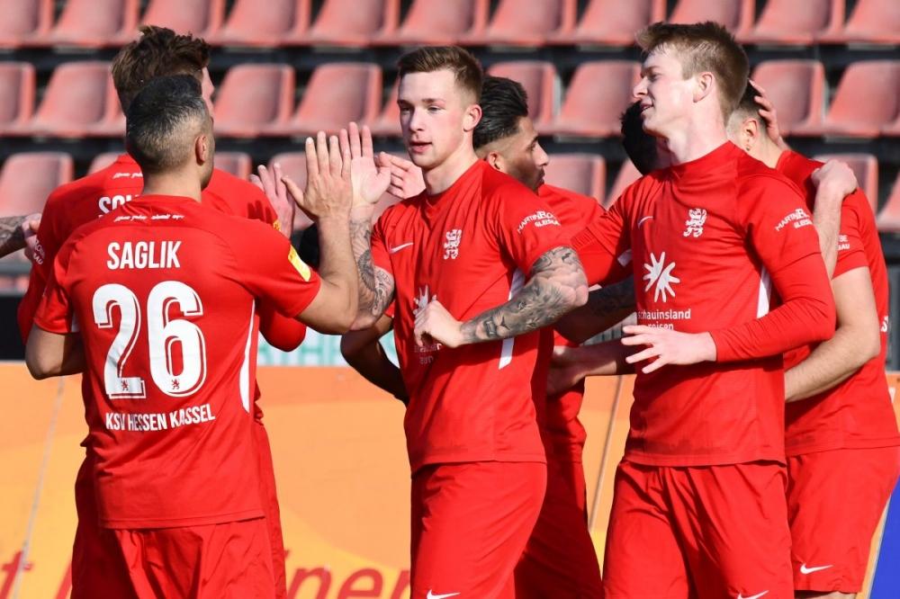 Lotto Hessenliga 2018/2019, KSV Hessen Kassel, Spvgg. Neu-Isenburg, Endstand 3:1, Jubel zum 2:1