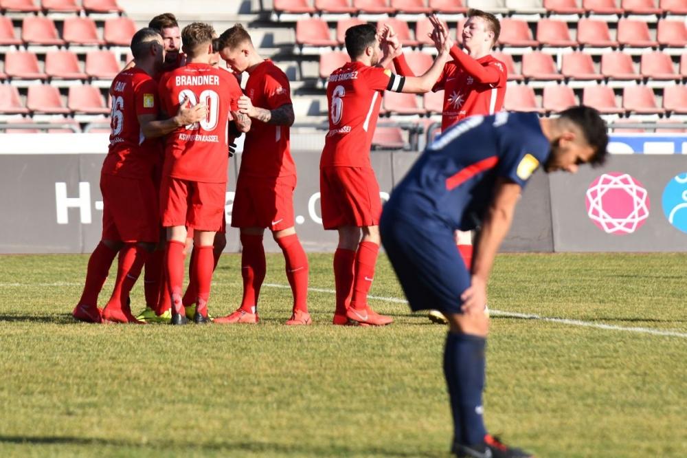 Lotto Hessenliga 2018/2019, KSV Hessen Kassel, Spvgg. Neu-Isenburg, Endstand 3:1, Jubel zum 3:1