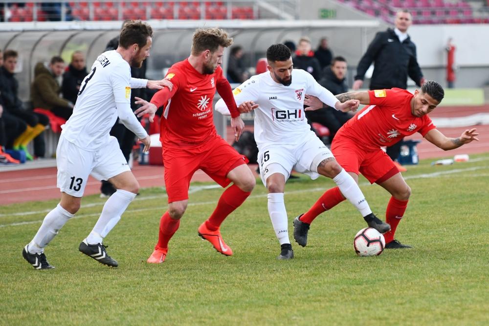 Lotto Hessenliga 2018/2019, KSV Hessen Kassel, FC Giessen, Endstand 0:0, Sebastian Schmeer (KSV Hessen Kassel), Nael Najjar (KSV Hessen Kassel)