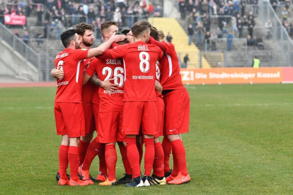 Lotto Hessenliga 2018/2019, KSV Hessen Kassel, FC Bayern Alzenau, Endstand 2:0, Jubel zum 1:0, Mahir Saglik (KSV Hessen Kassel)