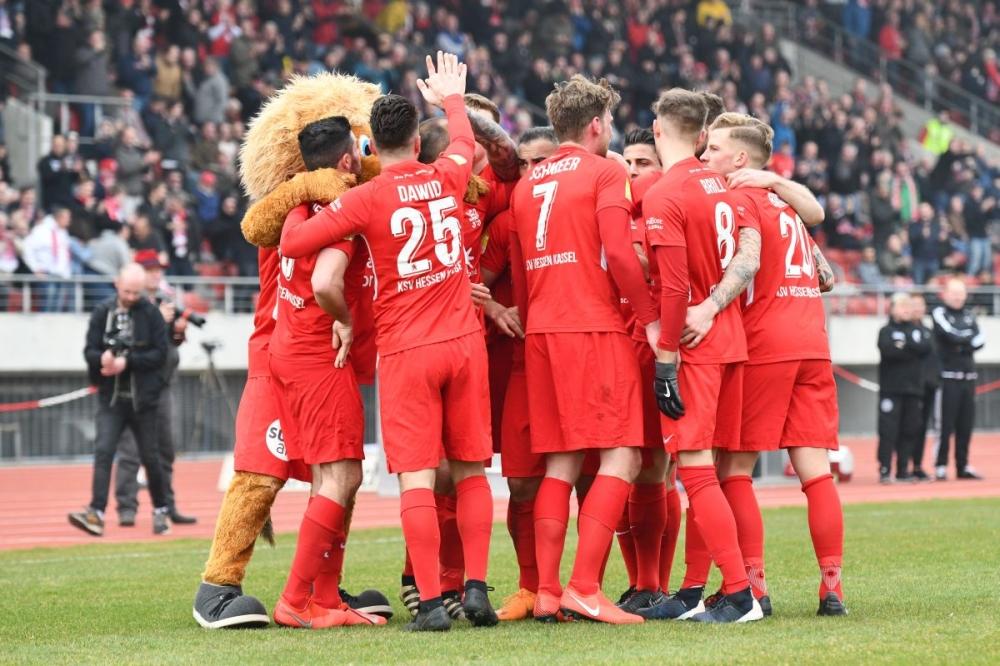 Lotto Hessenliga 2018/2019, KSV Hessen Kassel, FC Bayern Alzenau, Endstand 2:0, Jubel zum 2:0, Marco Dawid (KSV Hessen Kassel)