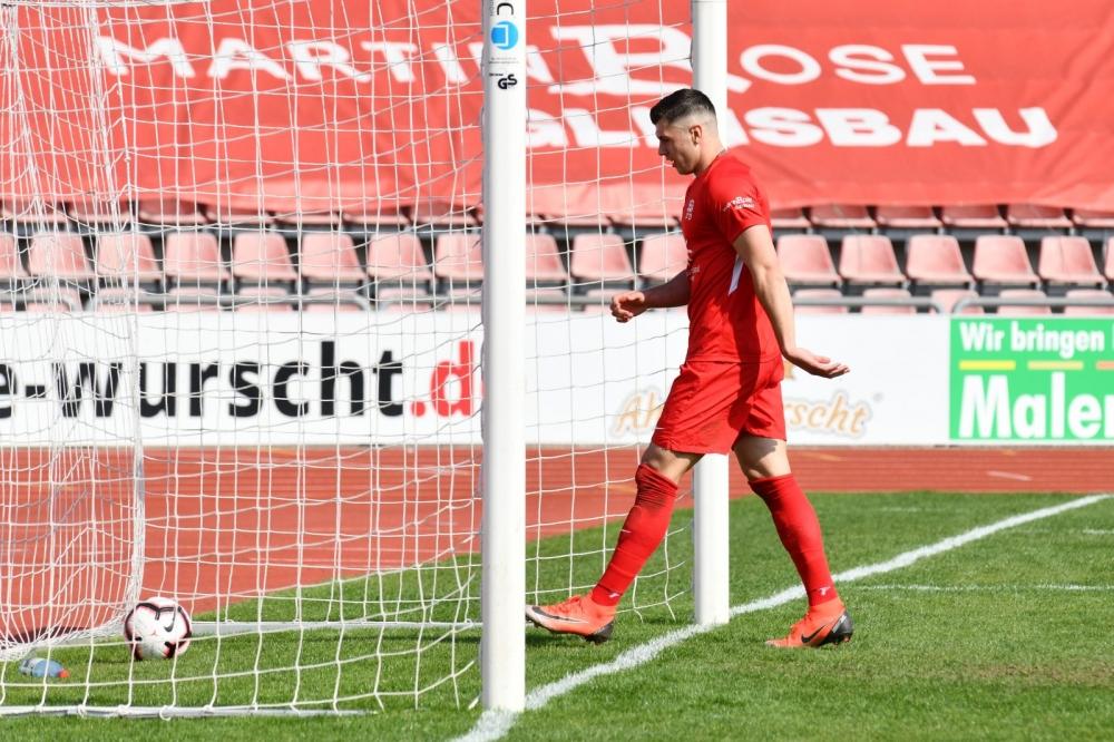 Lotto Hessenliga 2018/2019, KSV Hessen Kassel, Bad Vilbel, Endstand 3:0, Tor zum 3:0, Jon Mogge (KSV Hessen Kassel)