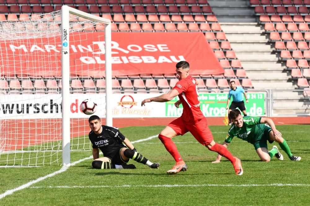 Lotto Hessenliga 2018/2019, KSV Hessen Kassel, Bad Vilbel, Endstand 3:0, Jon Mogge (KSV Hessen Kassel)