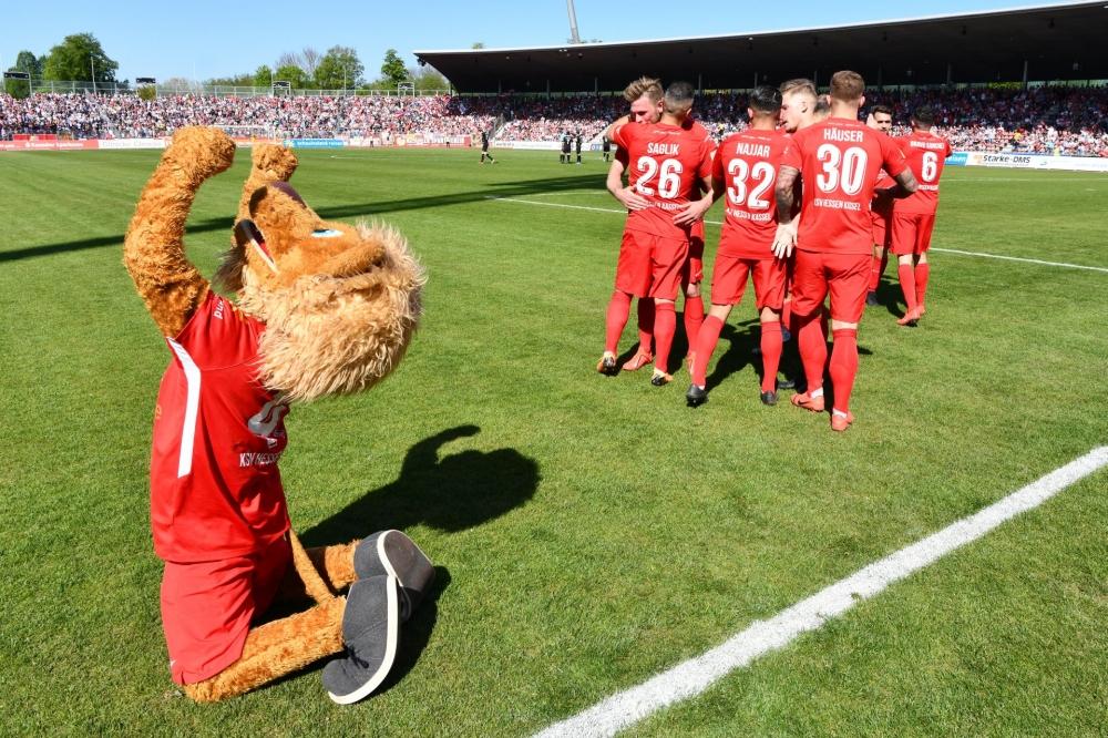 Lotto Hessenliga 2018/2019, KSV Hessen Kassel, KSV Baunatal, Endstand 3:1; Jubel zum 1:0
