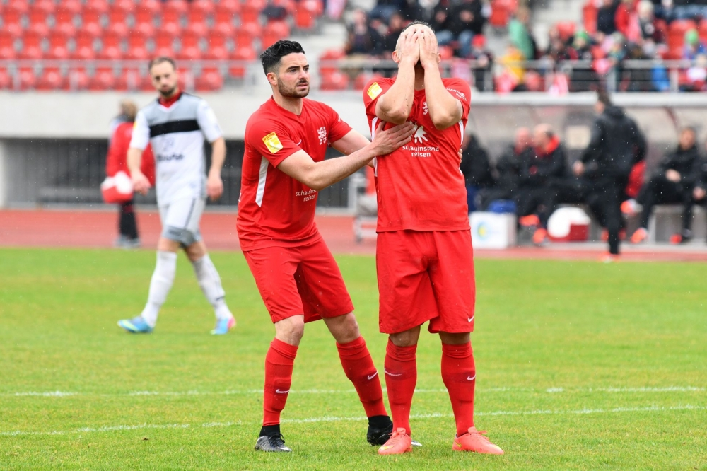 Lotto Hessenliga 2018/2019, KSV Hessen Kassel, SC Waldgirmes, Endstand 2:2, Adrian Bravo Sanchez (KSV Hessen Kassel), Mahir Saglik (KSV Hessen Kassel)