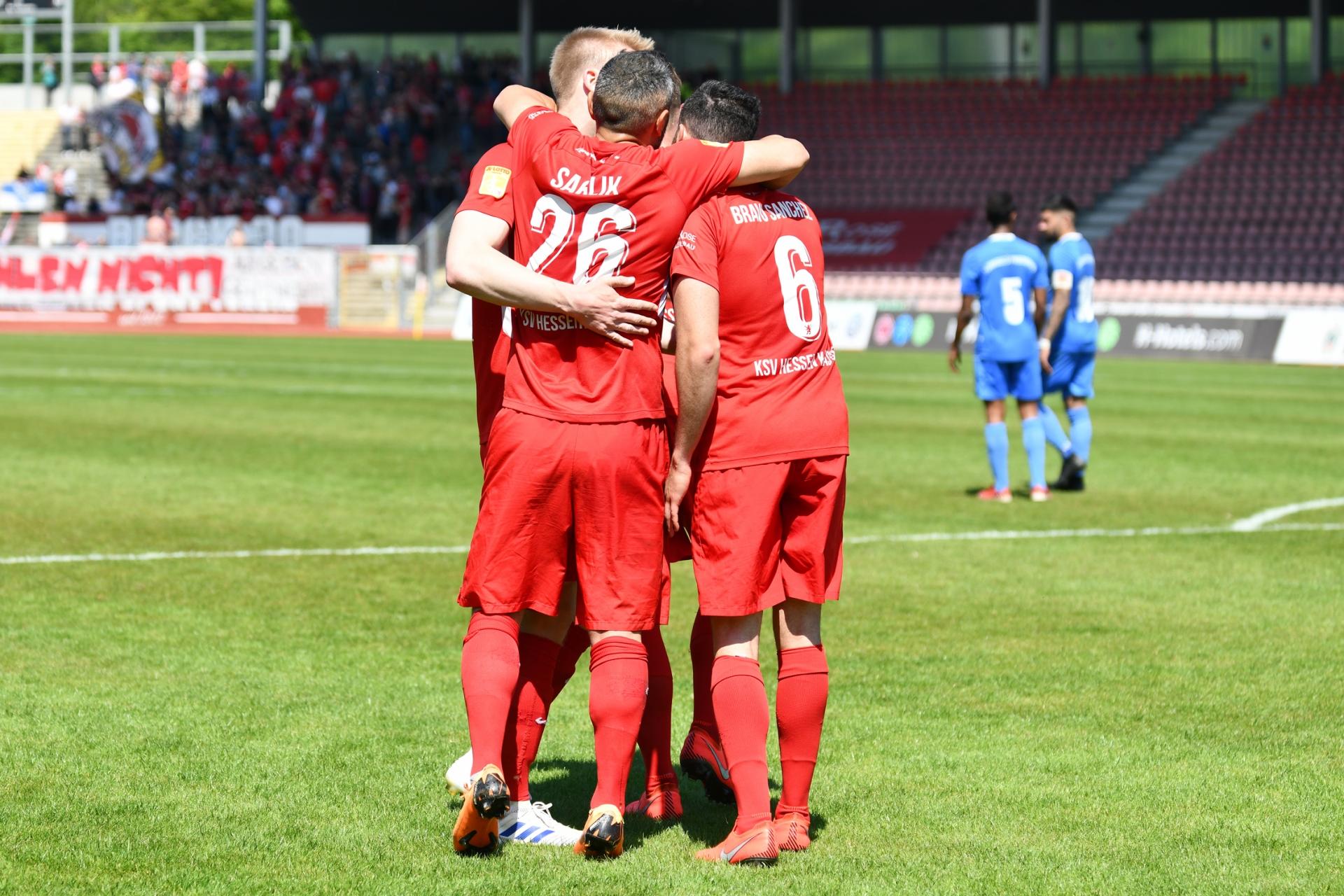 Lotto Hessenliga 2018/2019, KSV Hessen Kassel, T�rk G�c� Friedberg, Endstand 4:0; Jubel zum 2:0
