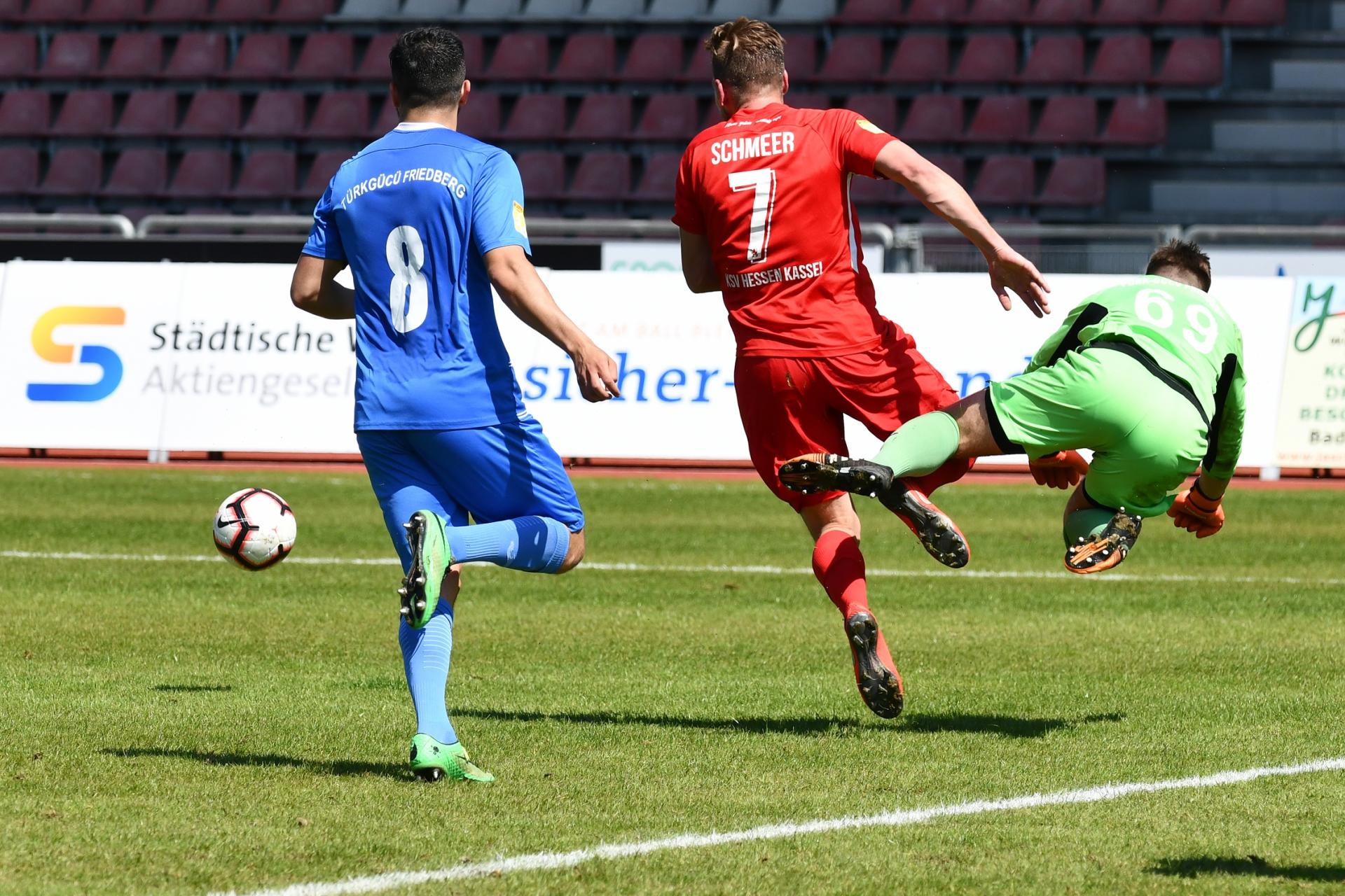 Lotto Hessenliga 2018/2019, KSV Hessen Kassel, T�rk G�c� Friedberg, Endstand 4:0, Sebastian Schmeer (KSV Hessen Kassel)