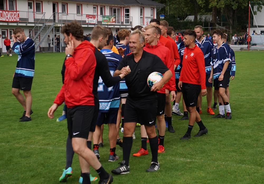 Mannschaftspräsentation und Spaßspiel gegen die Eishockeyjugend Kassel