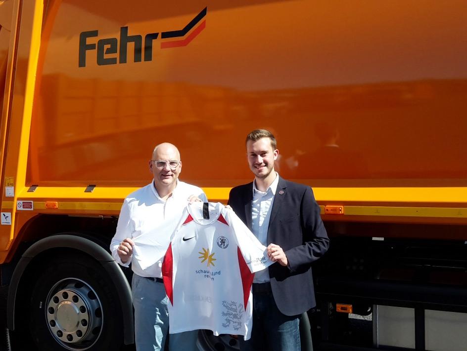 Fehr bleibt Partner der Löwen: Hier Geschäftsführer Andreas Fehr mit Dennis Frank-Böckmann